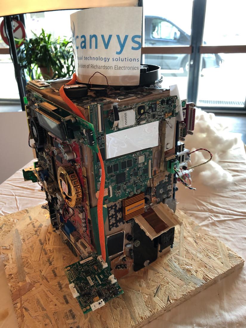 Foto 02: Canvys/RELL Gebäude - künstlerisches Modell
